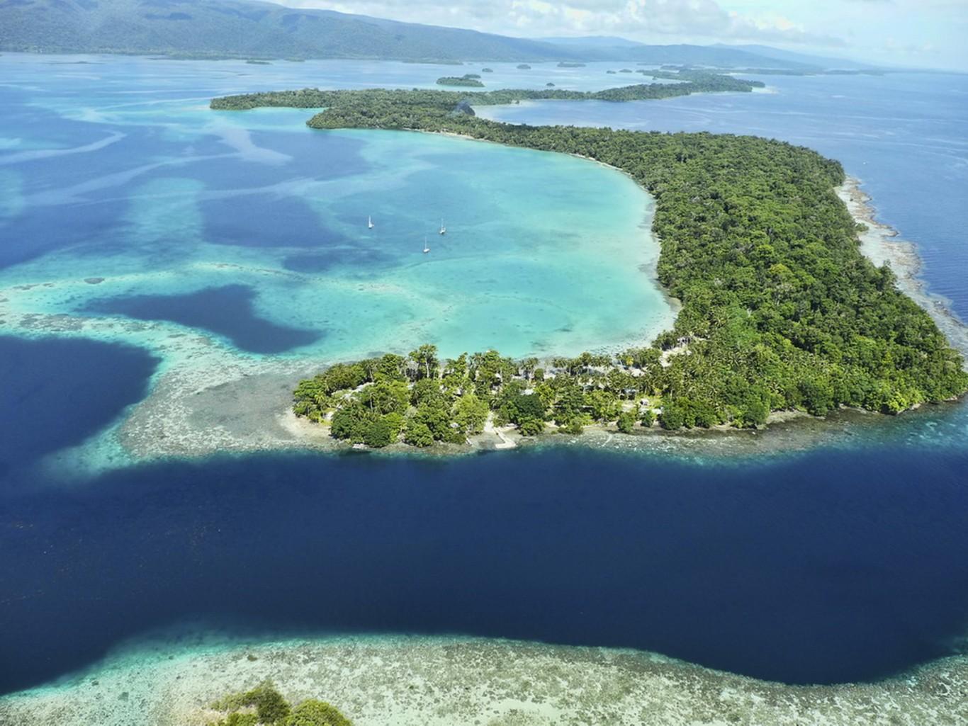 how to get to uepi island