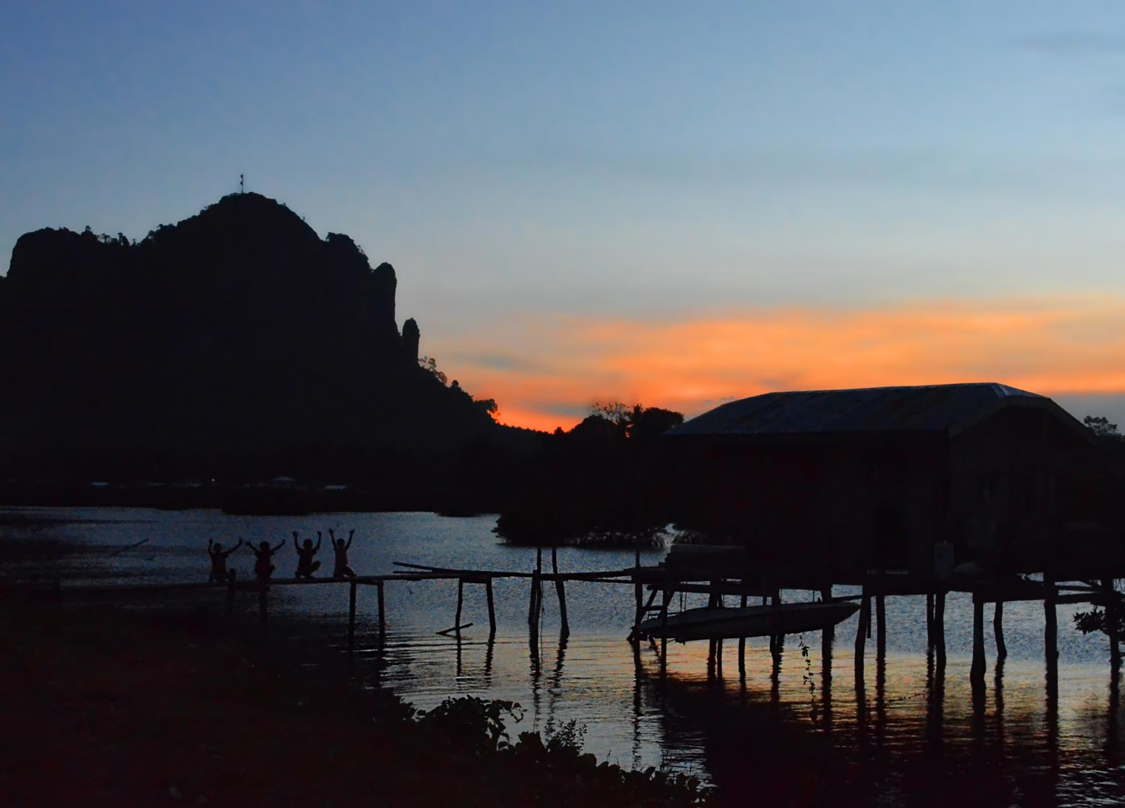 sun_sets_on_Bud_Bongao