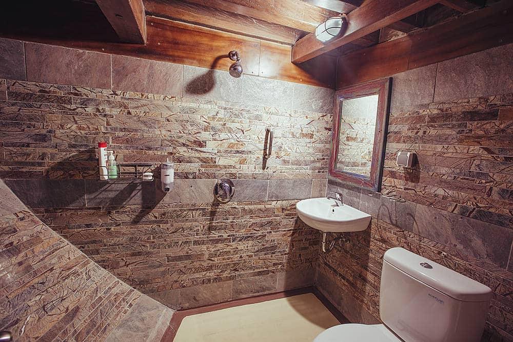 sevenseascabinbathroom.jpg