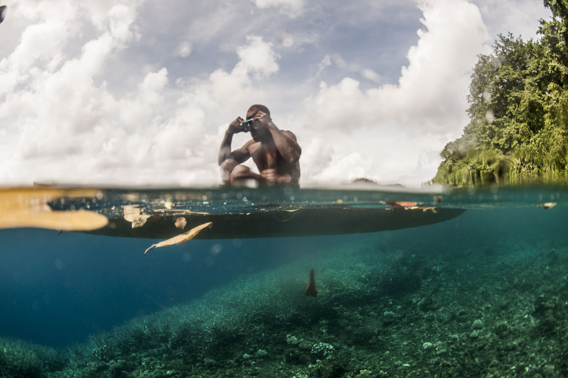 A man prepares to dive for Trochus shells