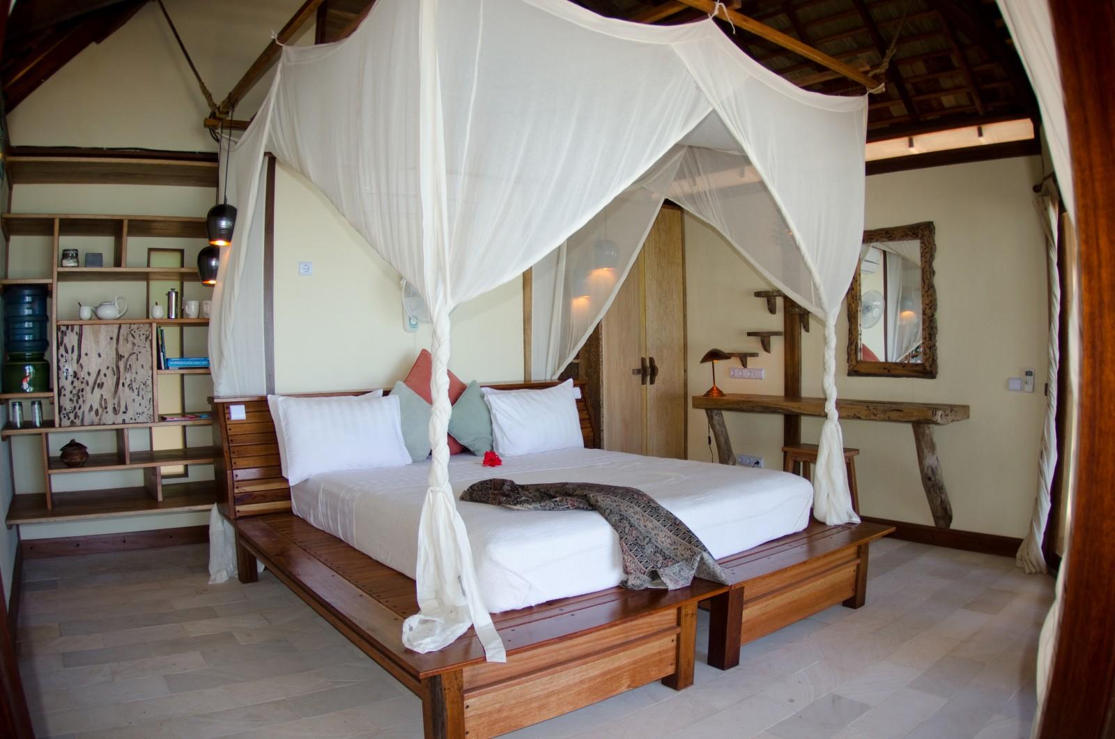 misool_eco_resort_water_cottage_interior